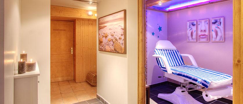 France_La-Plagne_Balcons-de-Belle-Plagne-Apartments_Treatment-room-spa.jpg